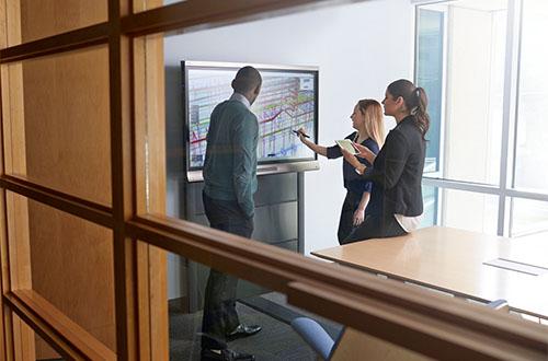 La collaboration en entreprise avec les écrans interactifs