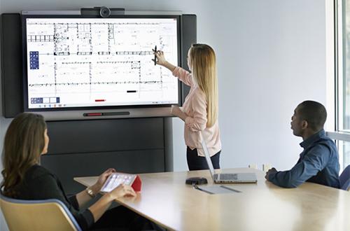 SMART propose une gamme d'écrans interactifs professionnels, étudiés pour les salles de réunion en entreprise