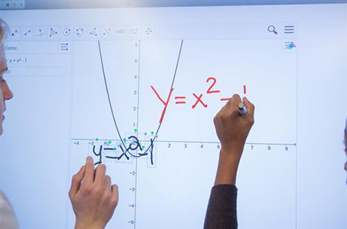 SMART Notebook comprend des ressources pédagogiques pour créer des exercices
