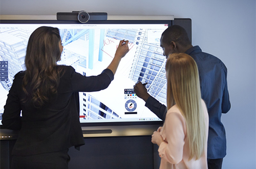 Les écrans interactifs tactiles entrent au service de la collaboration